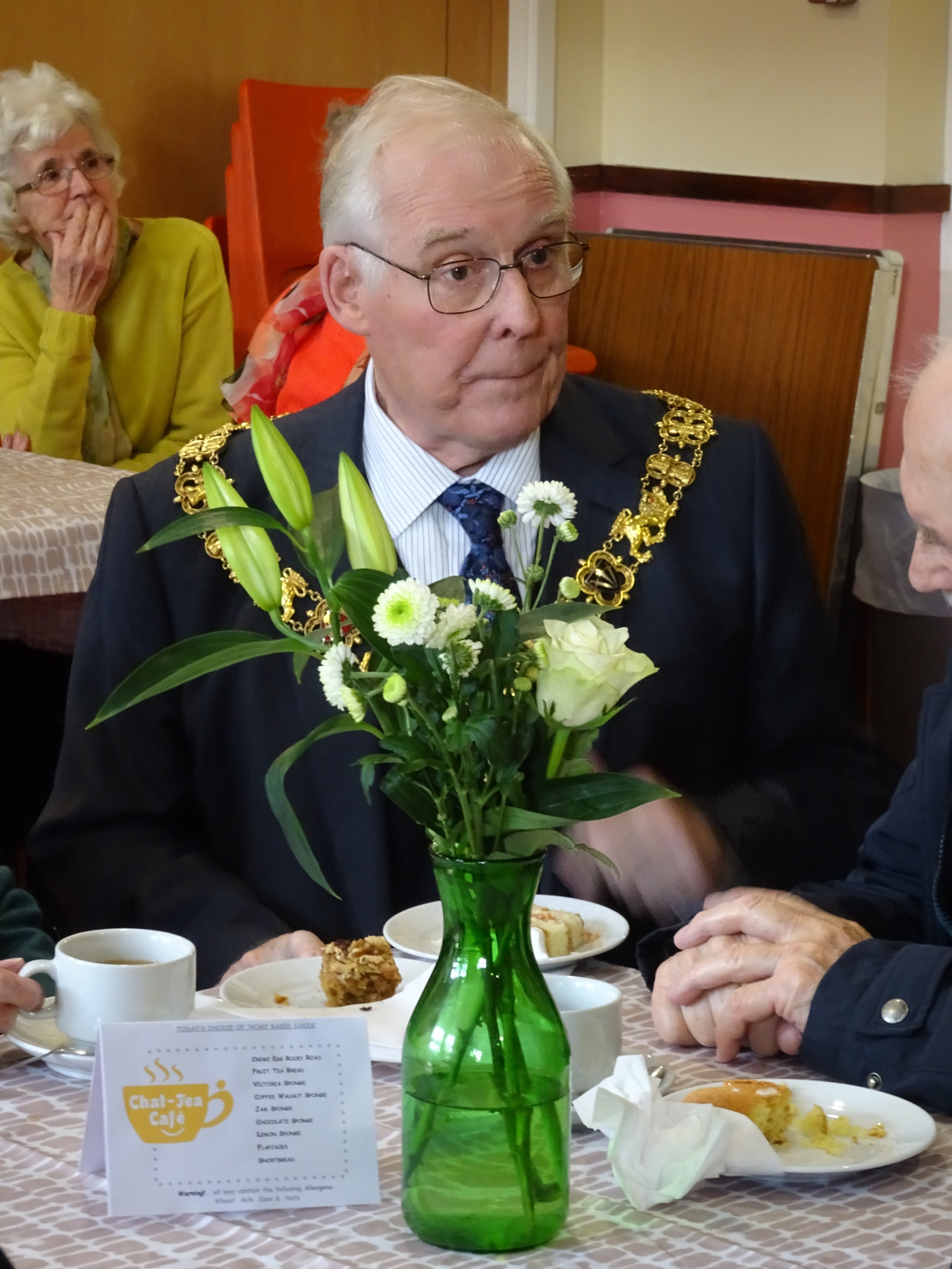 Winchester Mayor at the Chat-Tea Café